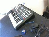 AKAI Keyboards/MIDI Equipment MPK25 MIDI BOARD